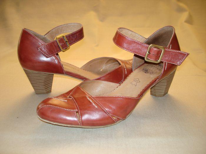 Продам босоножки женские CHESTER (Англия), р. 39. . Цвет красно-коричневый, натуральная кожа